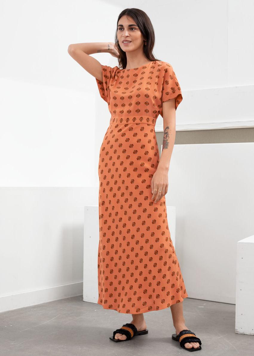 앤아더스토리즈 쇼트 슬리브 프린트 맥시 드레스의 오렌지 플로럴컬러 ECOMLook입니다.