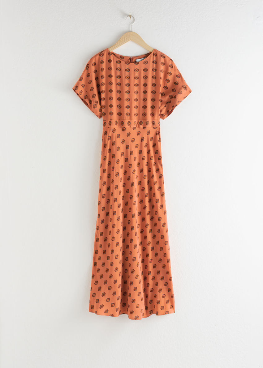 앤아더스토리즈 쇼트 슬리브 프린트 맥시 드레스의 오렌지 플로럴컬러 Product입니다.