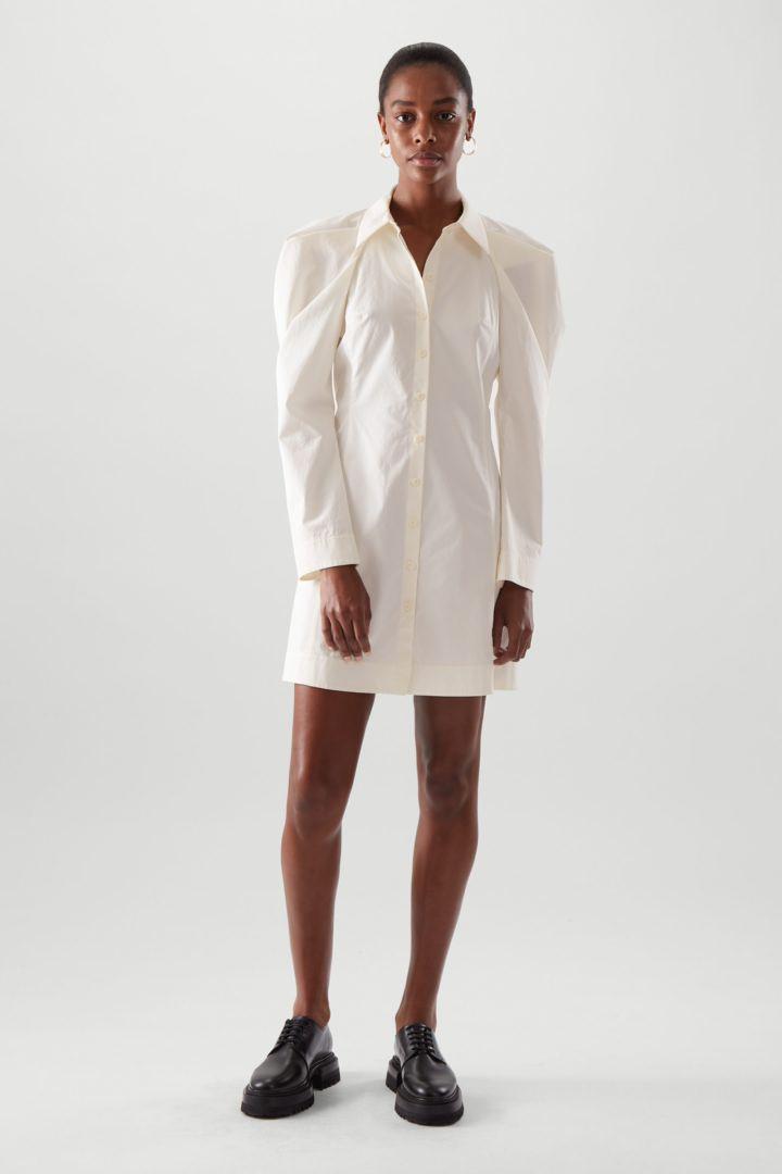 COS default image 6 of 화이트 in 드레이프드 코튼 셔츠 드레스