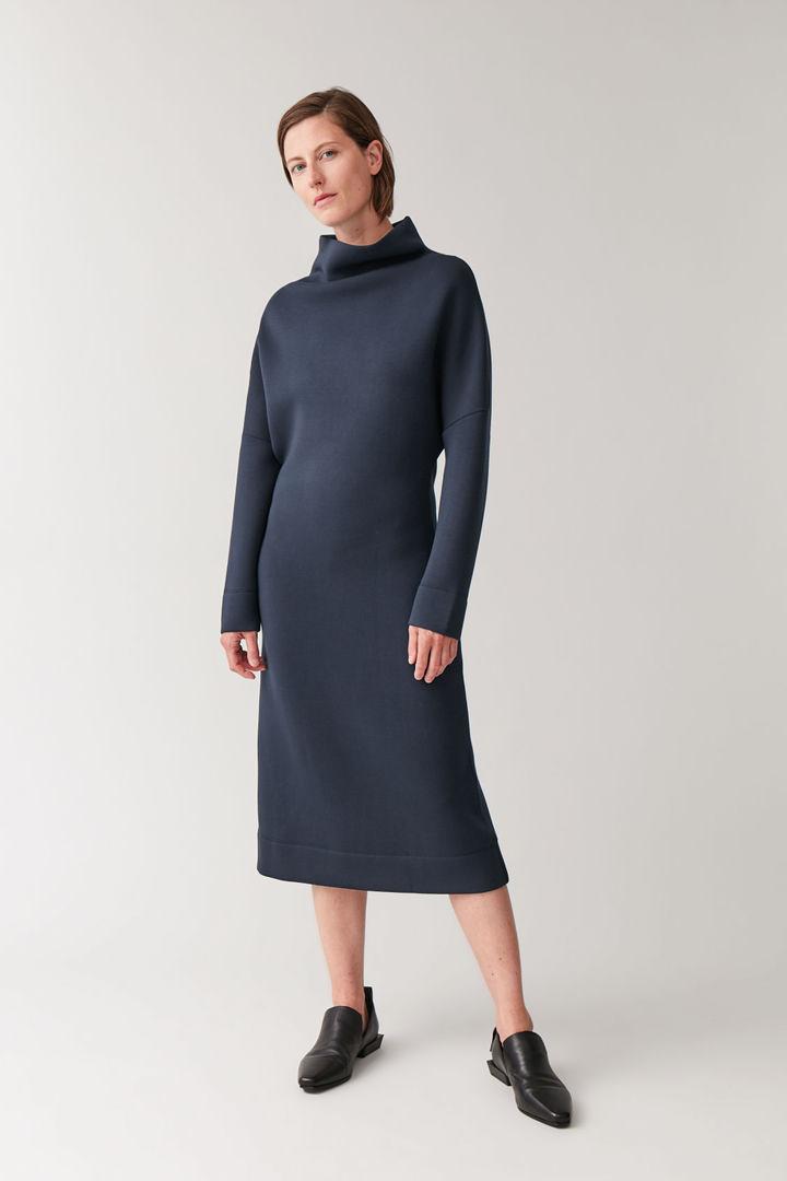 COS default image 10 of 블루 in 퍼널넥 스쿠버 드레스
