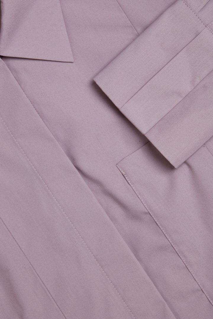 COS 플리츠 코튼 셔츠 드레스의 퍼플컬러 Detail입니다.