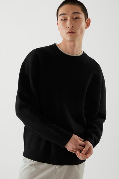 COS default image 8 of 블랙 in 오버사이즈 스웨터