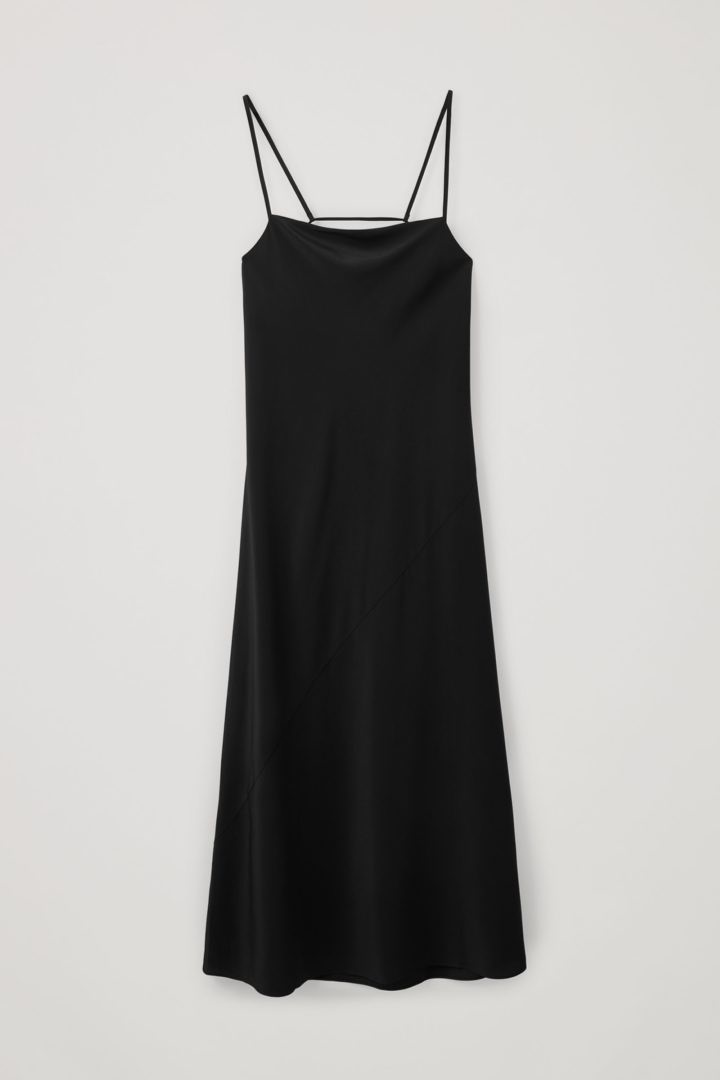 COS 오픈 백 실크 슬립 드레스의 블랙컬러 Product입니다.