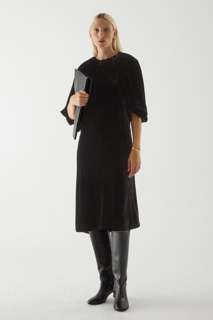 COS default image 7 of 블랙 in 실크 벨벳 퍼프 슬리브 드레스