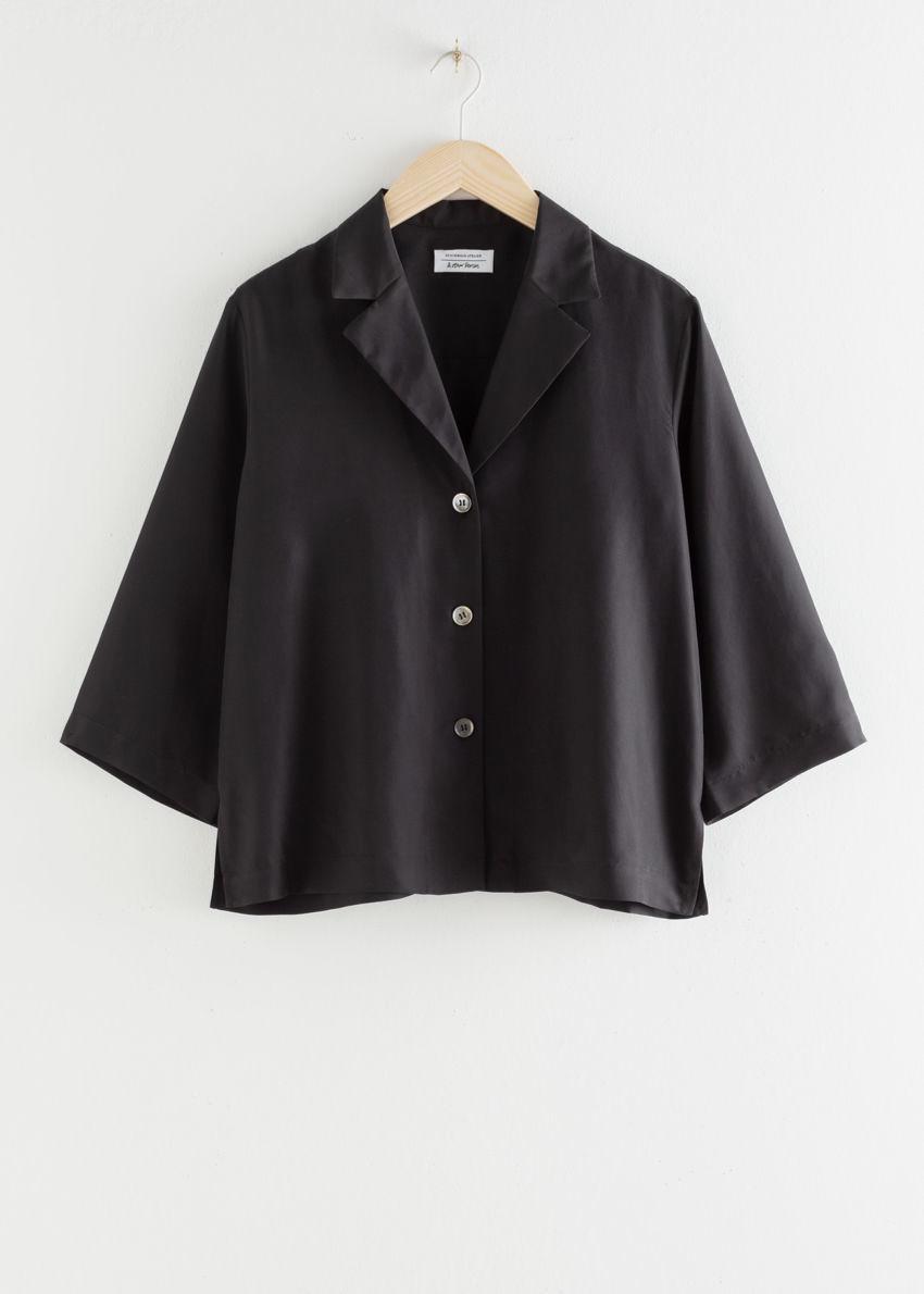 앤아더스토리즈 실크 오픈 칼라 박시 셔츠의 블랙컬러 Product입니다.