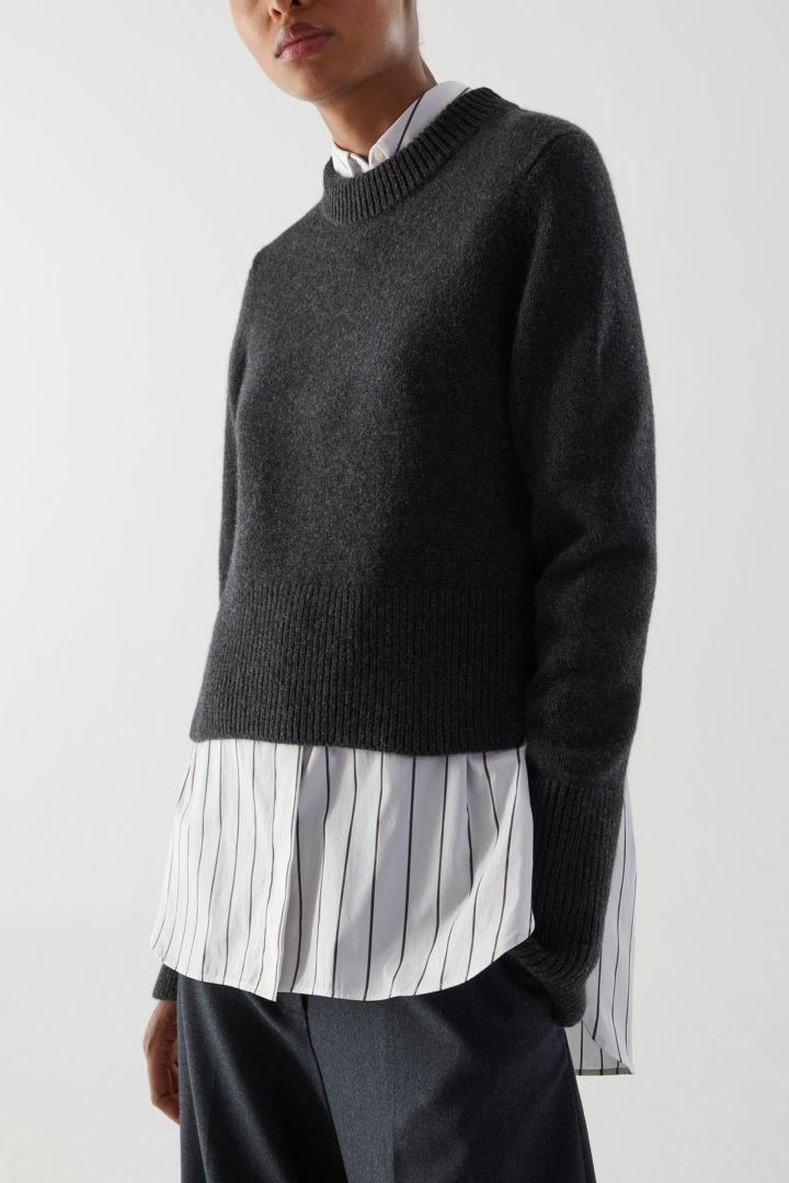 COS default image 7 of 그레이 in 리사이클 캐시미어 울 믹스 크롭 스웨터