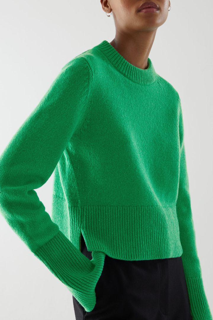 COS default image 6 of 그린 in 리사이클 캐시미어 울 믹스 크롭 스웨터