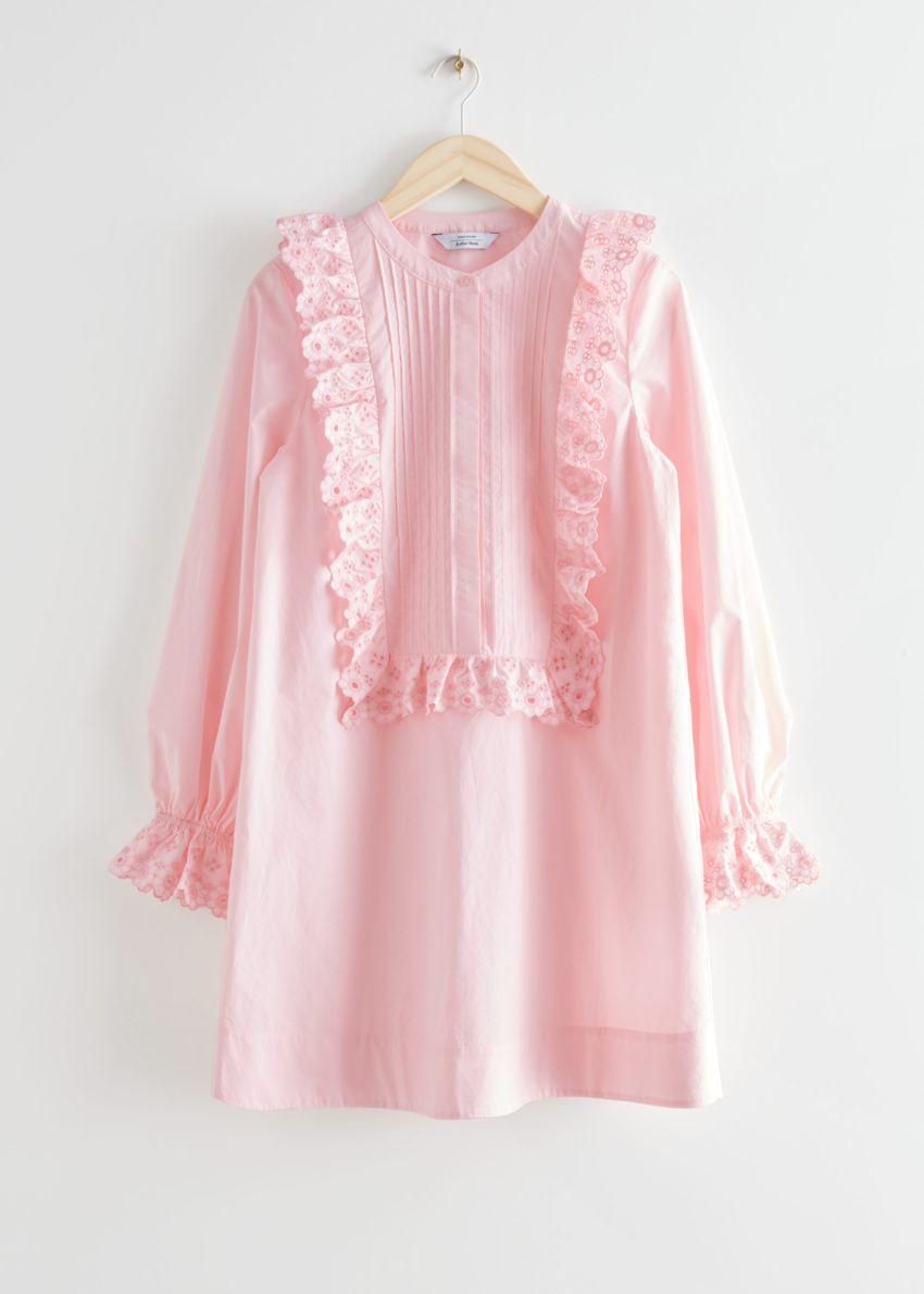 앤아더스토리즈 엠브로이더리 러플 비브 미니 드레스의 핑크컬러 Product입니다.