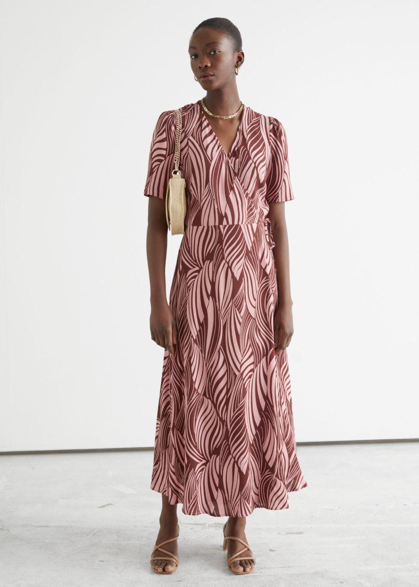 앤아더스토리즈 프린트 미디 랩 드레스의 스월 프린트컬러 ECOMLook입니다.