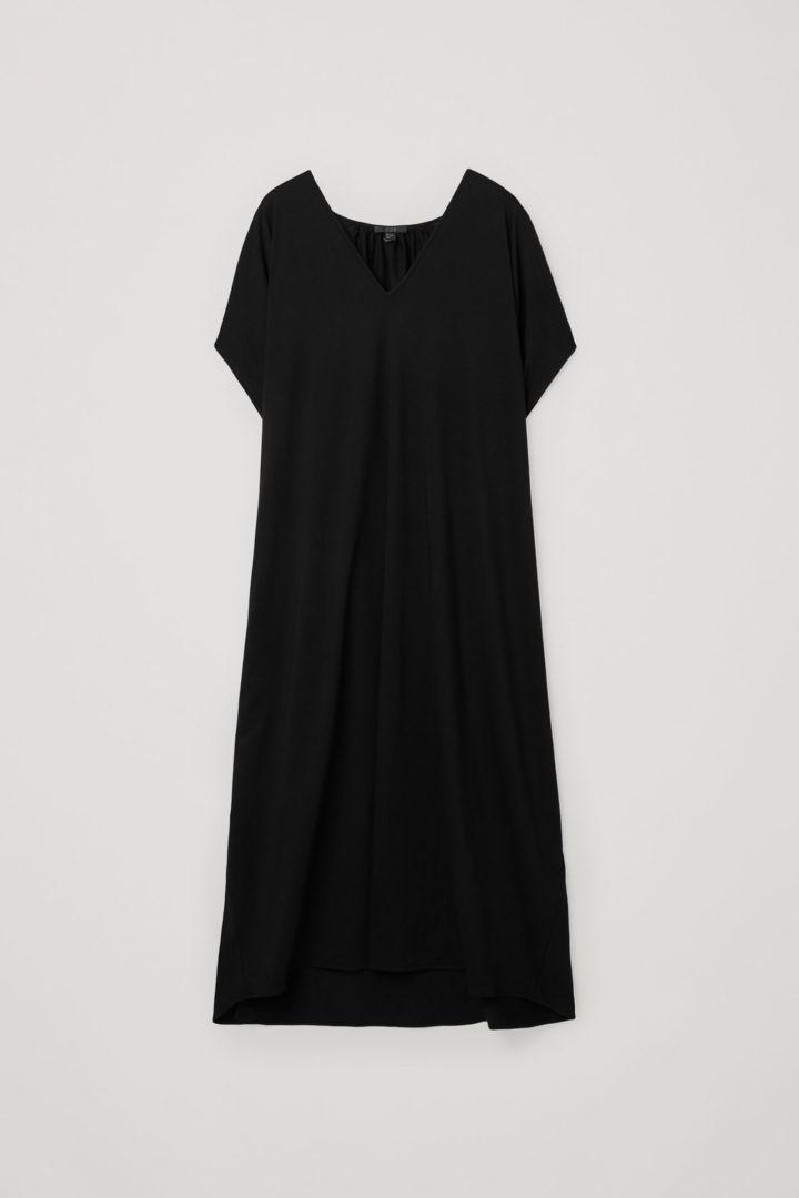 COS 개더드 브이넥 코튼 드레스의 블랙컬러 Product입니다.