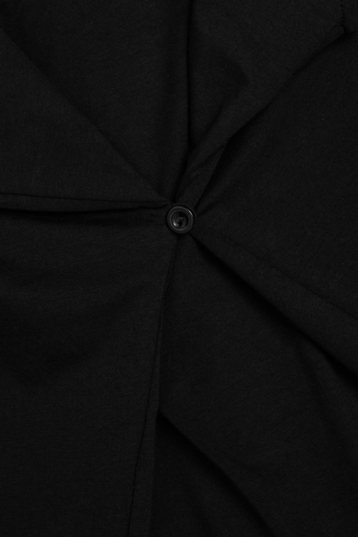 COS 개더드 브이넥 코튼 드레스의 블랙컬러 Detail입니다.