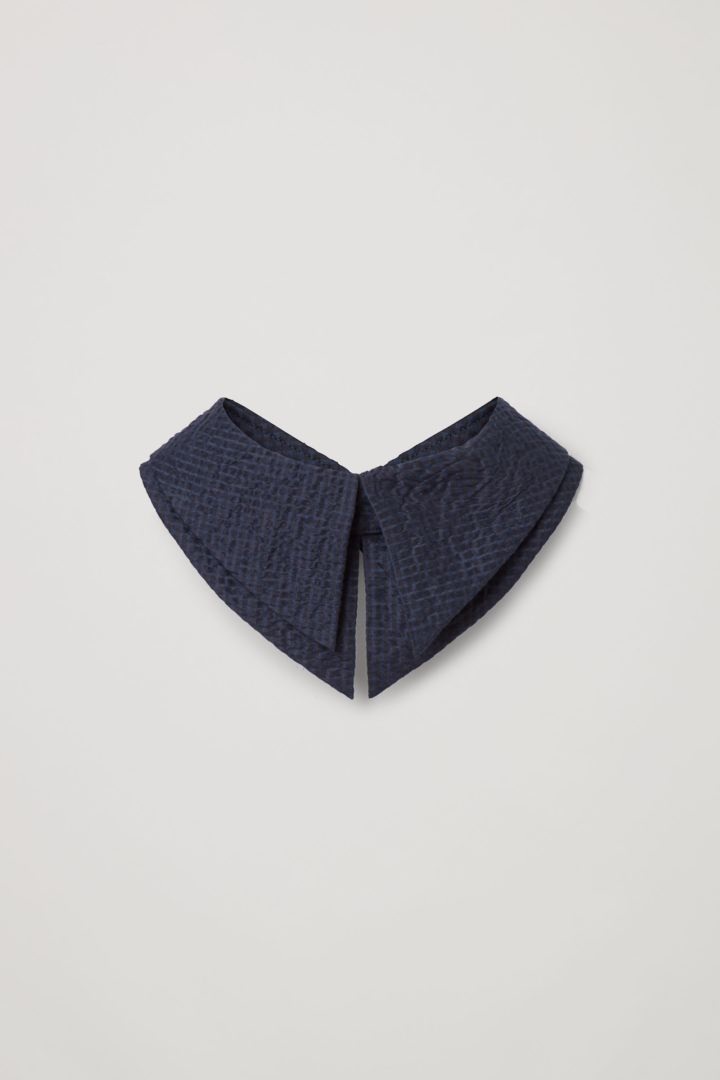 COS hover image 6 of 블루 in 멀버리 실크 칼라