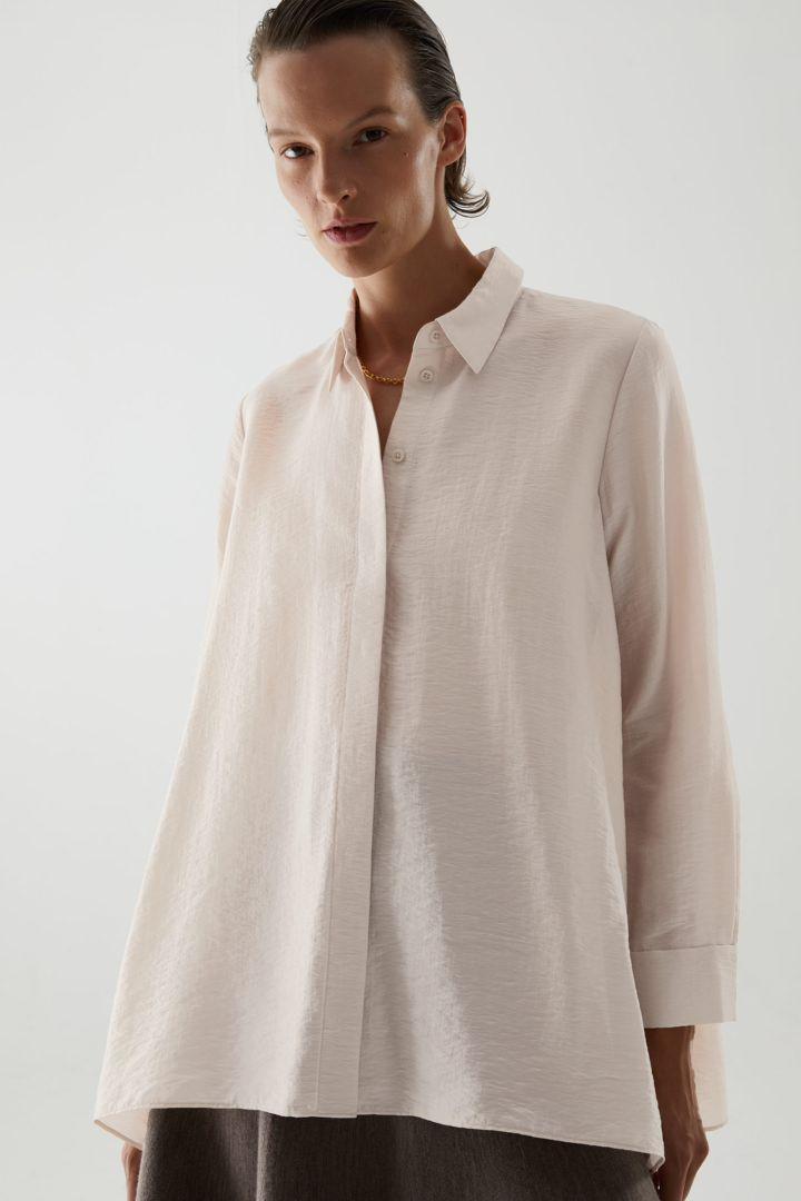 COS default image 12 of 베이지 in 크링클드 드레이프드 셔츠