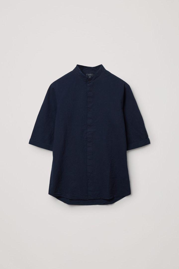 COS 코튼 시어서커 셔츠의 네이비컬러 Product입니다.