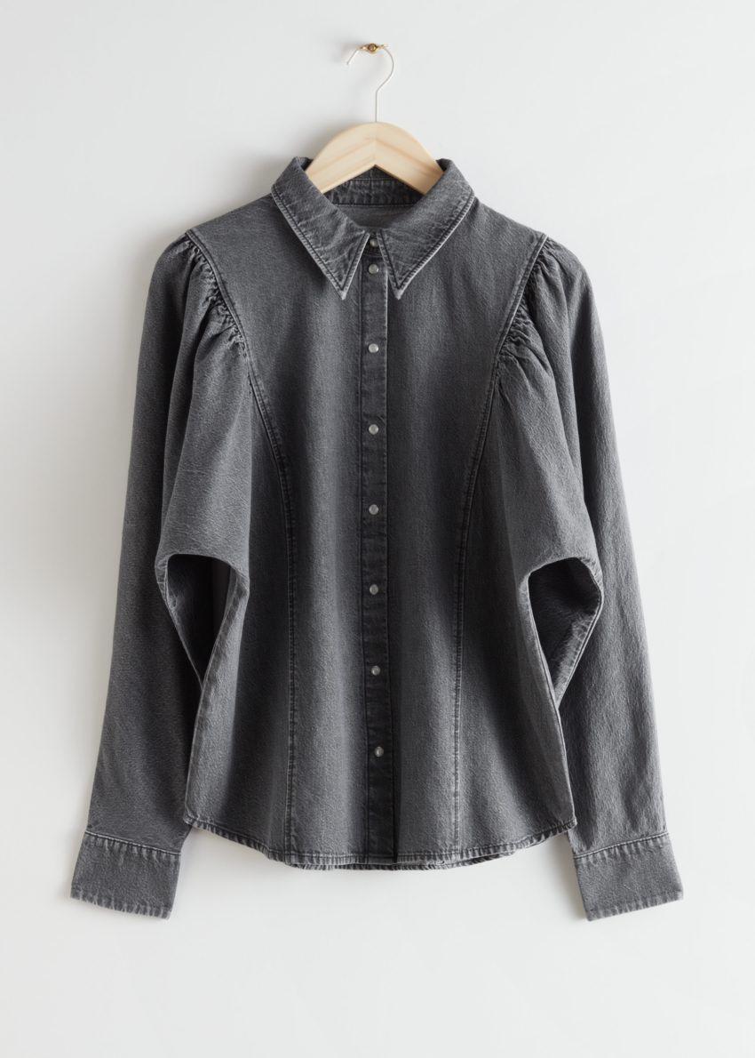 앤아더스토리즈 퍼프 숄더 데님 셔츠의 다크 그레이컬러 Product입니다.