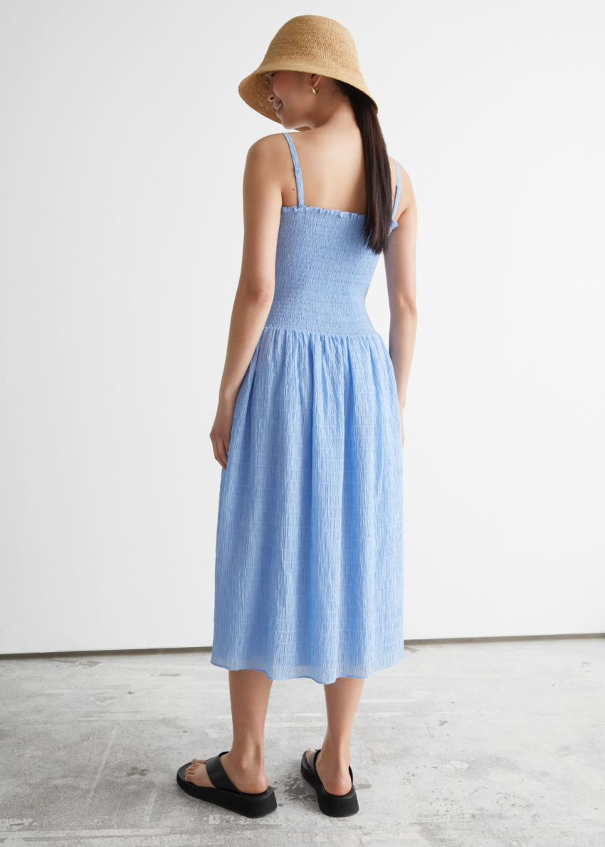 앤아더스토리즈 스모크 미디 드레스의 라이트 블루컬러 ECOMLook입니다.