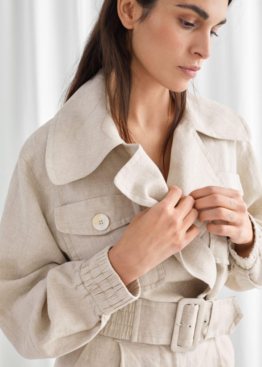 앤아더스토리즈 리넨 바이커 재킷의 베이지컬러 ECOMLook입니다.