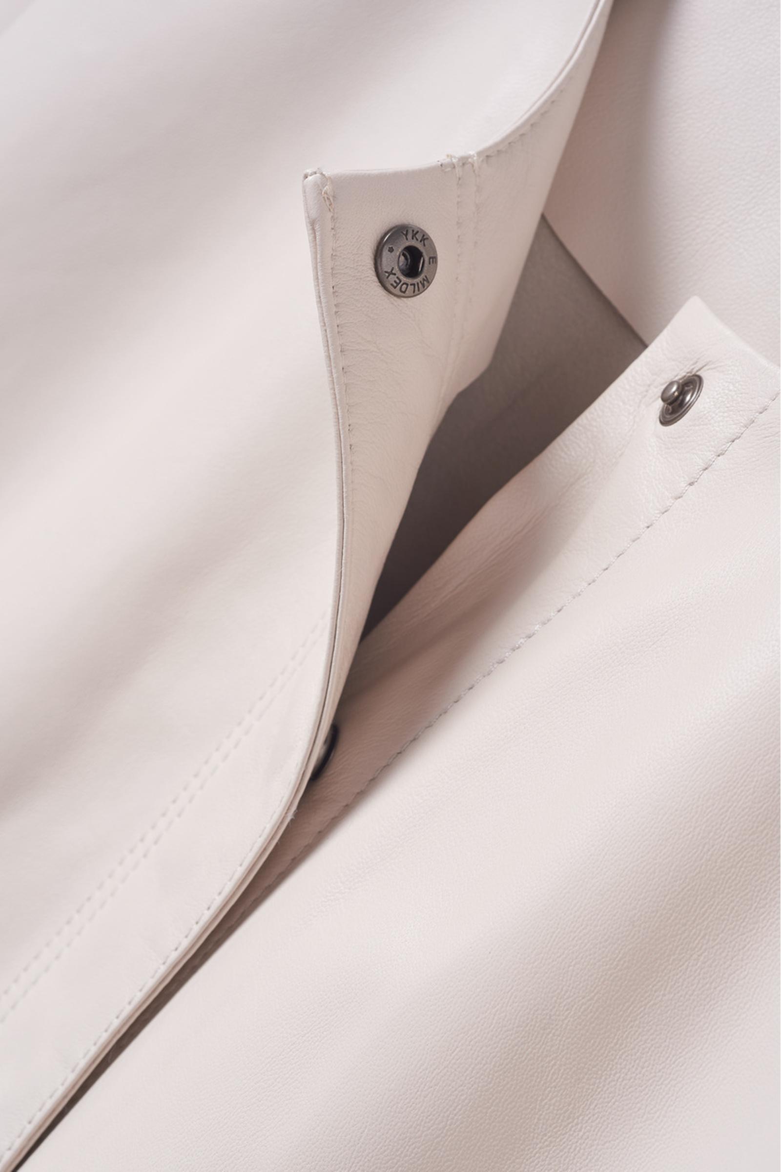 COS 쇼트 슬리브 레더 탑의 베이지컬러 Detail입니다.