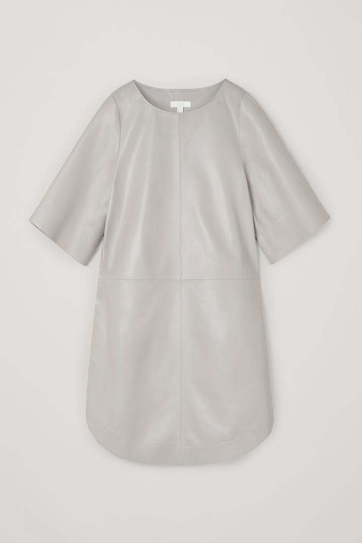 COS A라인 레더 드레스의 그레이컬러 Product입니다.