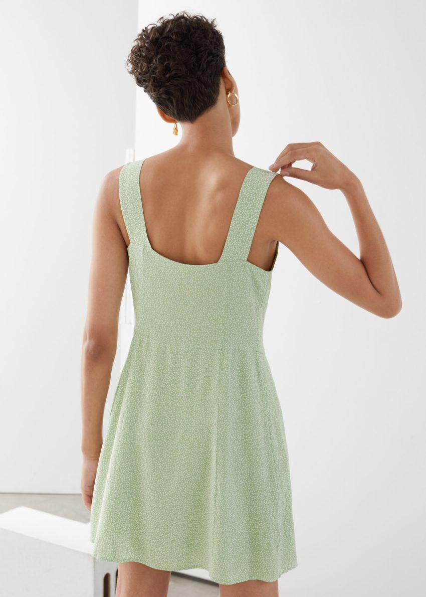 앤아더스토리즈 슬리브리스 버튼 업 미니 드레스의 그린 프린트컬러 ECOMLook입니다.