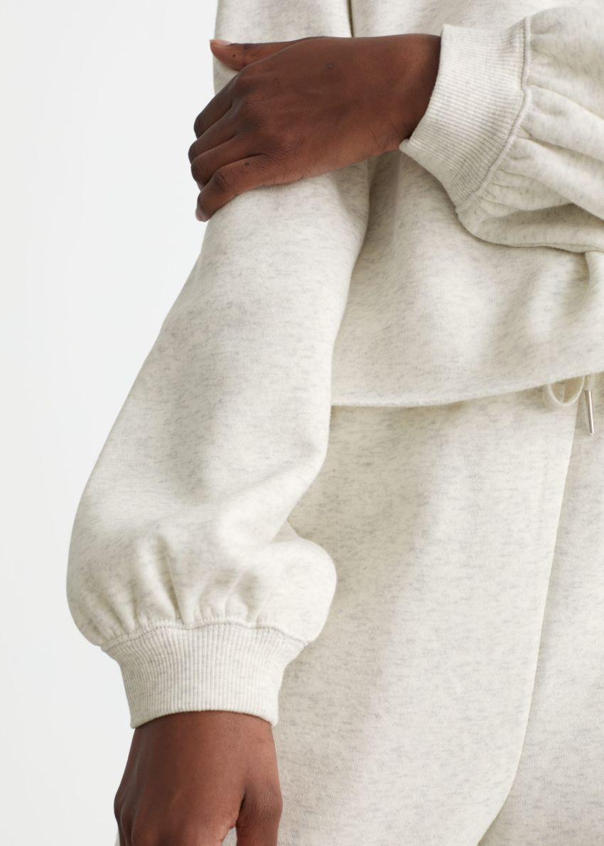 앤아더스토리즈 박시 저지 스웨터의 화이트 멜란지컬러 ECOMLook입니다.