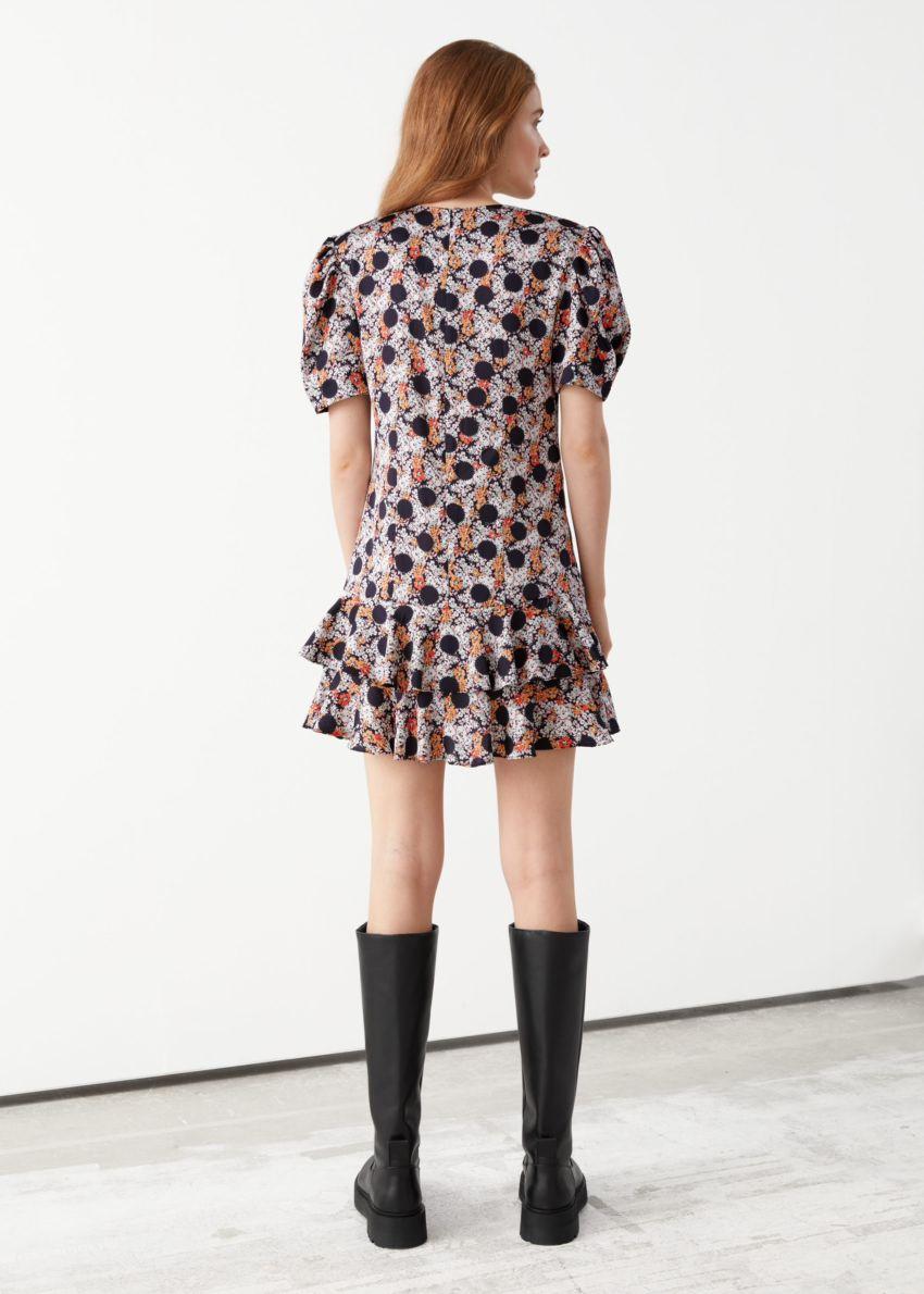 앤아더스토리즈 러플 퍼프 숄더 미니 드레스의 블랙 도트컬러 ECOMLook입니다.