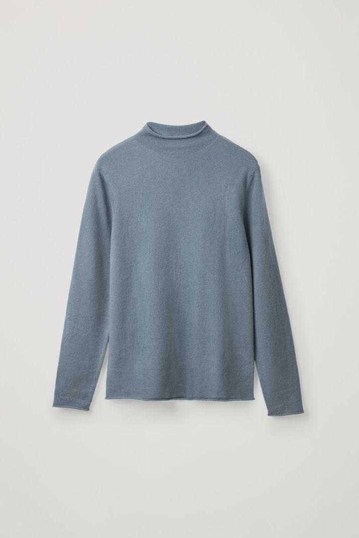 COS 캐시미어 모크넥 스웨터의 라이트 슬레이트 블루컬러 Product입니다.