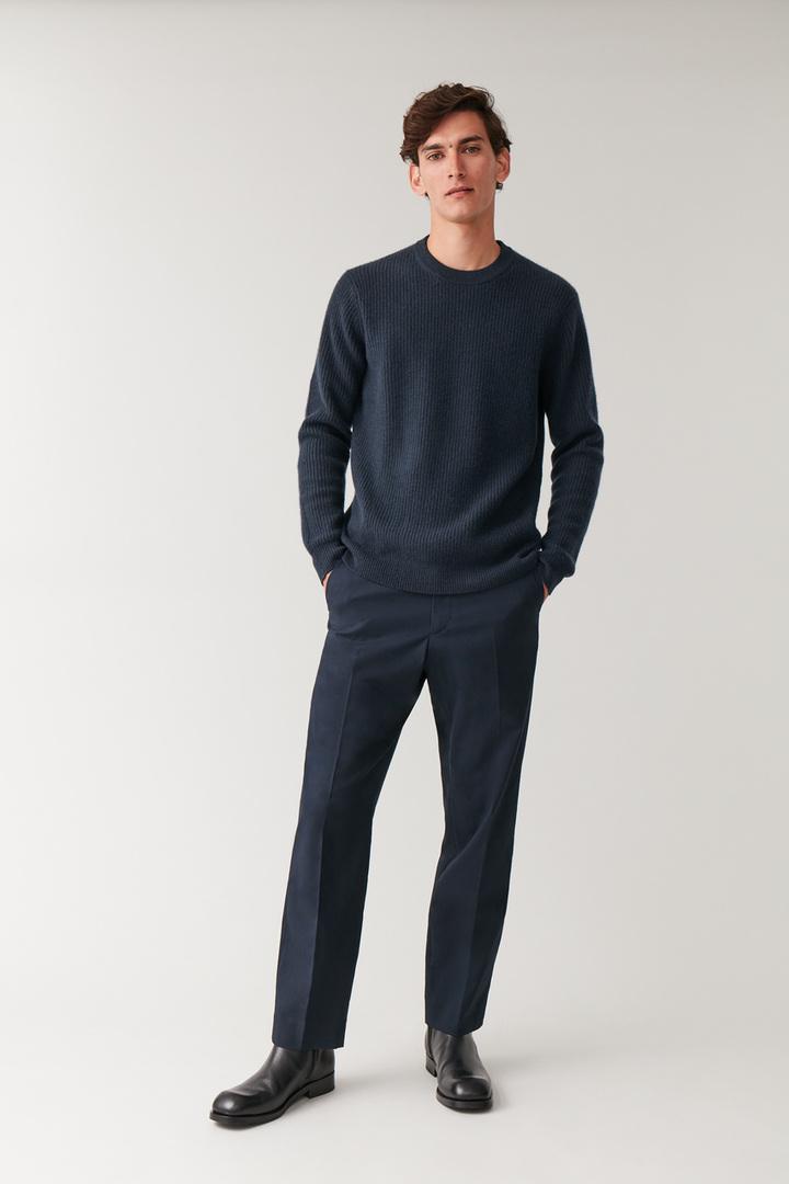COS hover image 6 of 블루 in 리브드 캐시미어 스웨터
