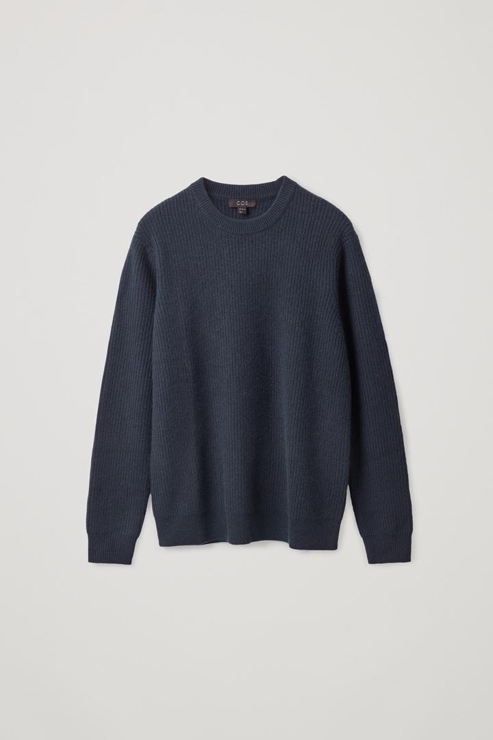 COS default image 6 of 블루 in 리브드 캐시미어 스웨터