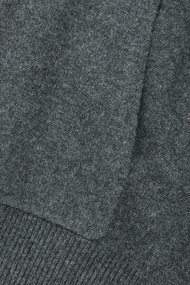 COS 캐시미어 후디의 다크 그레이 멜란지컬러 Product입니다.