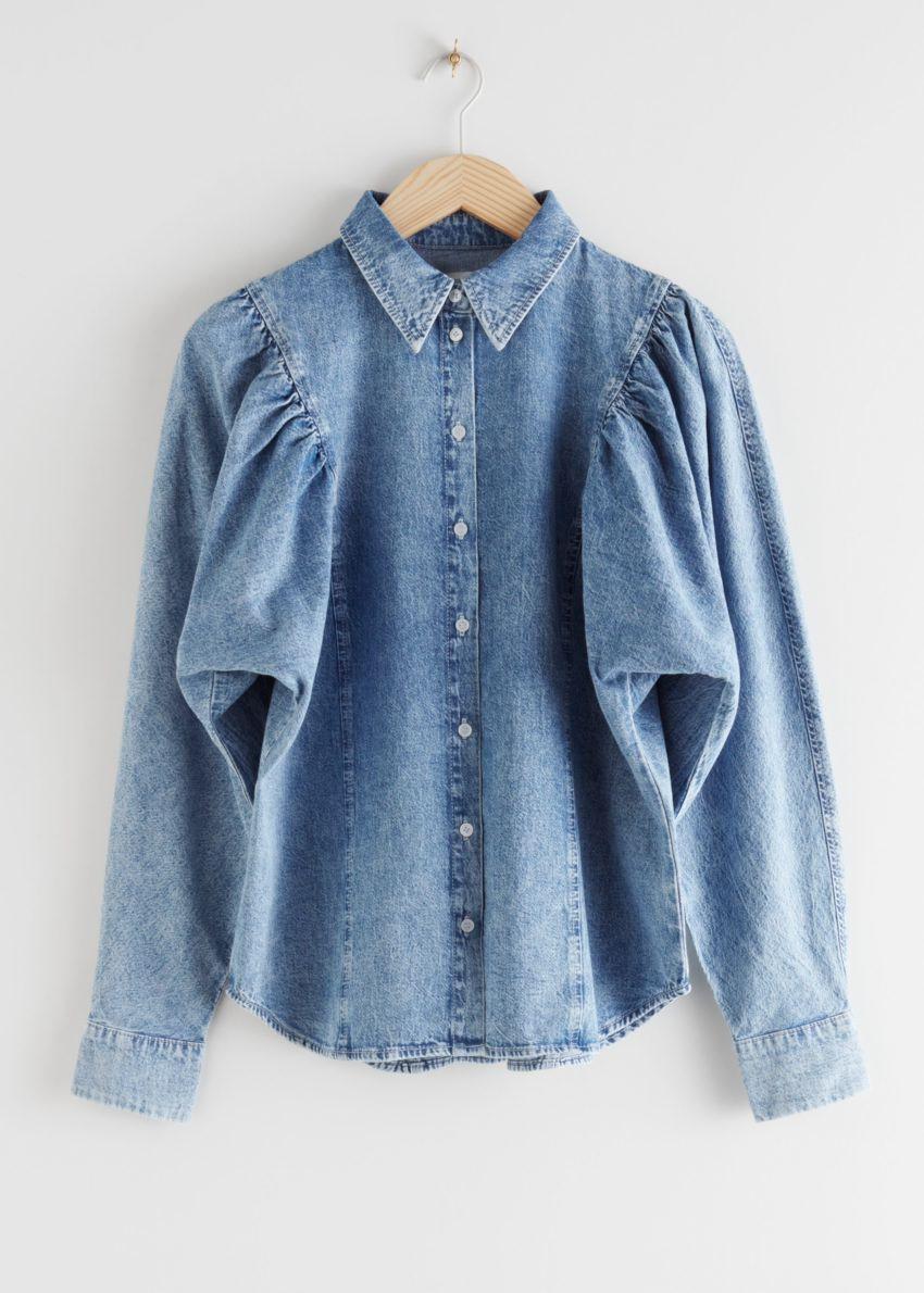 앤아더스토리즈 퍼프 숄더 데님 셔츠의 라이트 블루컬러 Product입니다.
