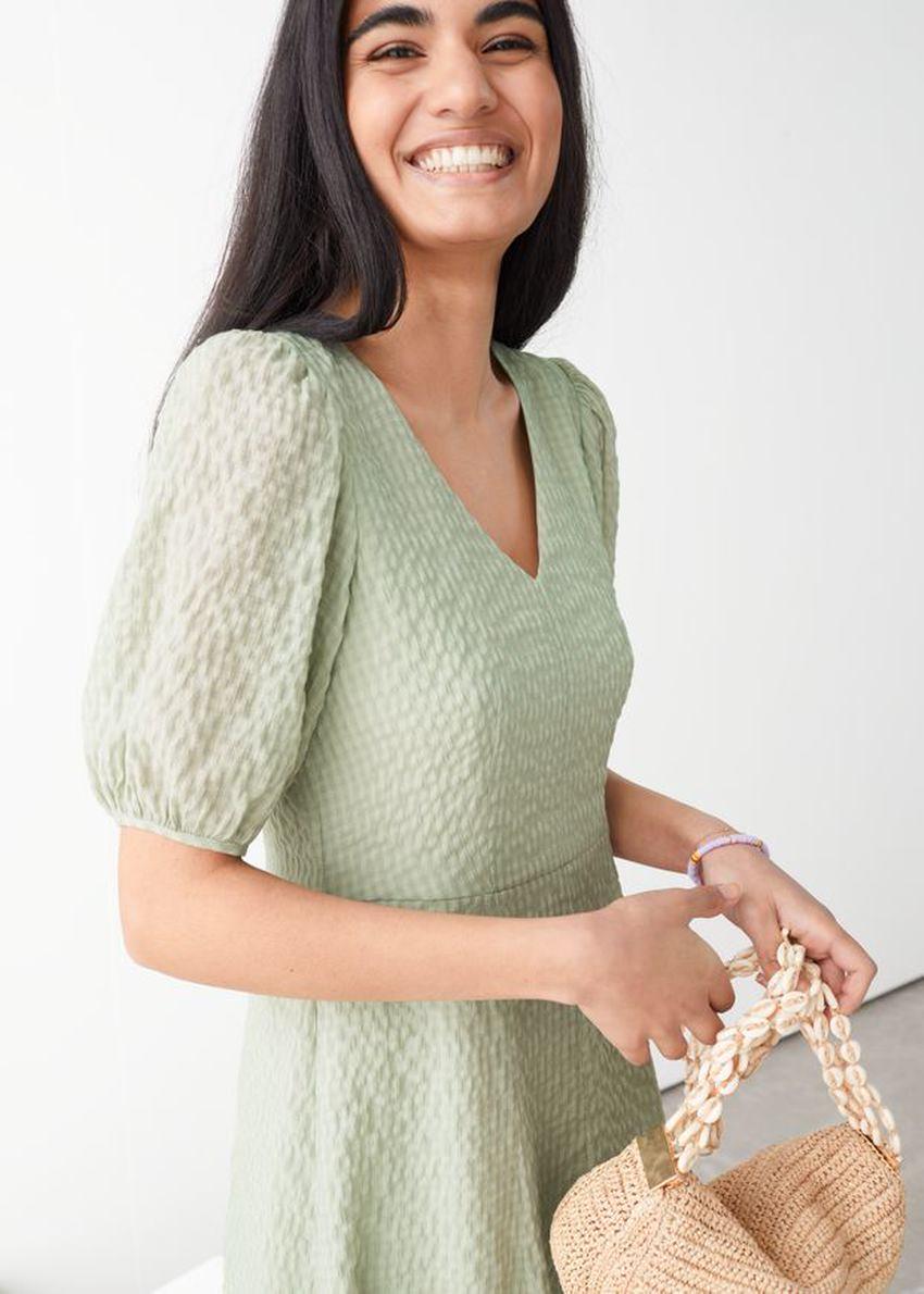 앤아더스토리즈 퍼프 슬리브 더블 레이어 미디 드레스의 그린컬러 ECOMLook입니다.