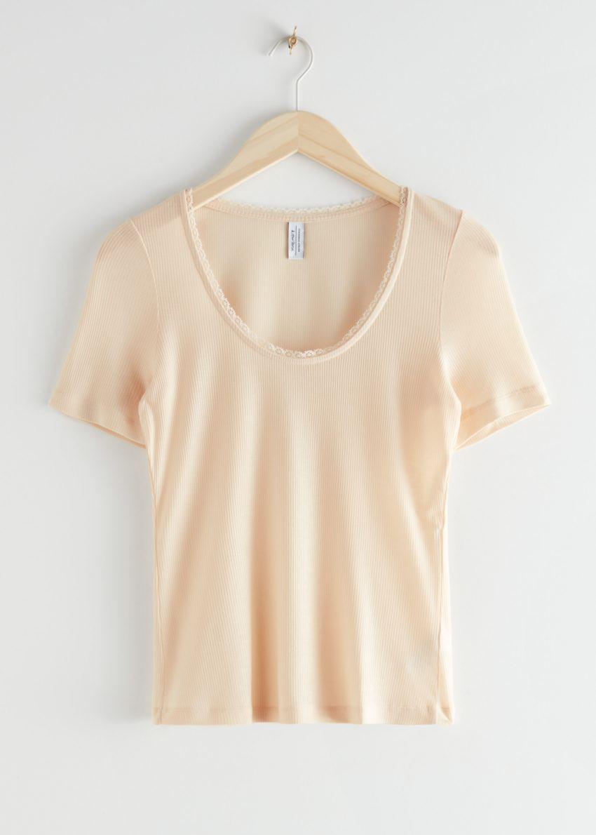 앤아더스토리즈 시어 스캘럽 리오셀 티셔츠의 베이지컬러 Product입니다.