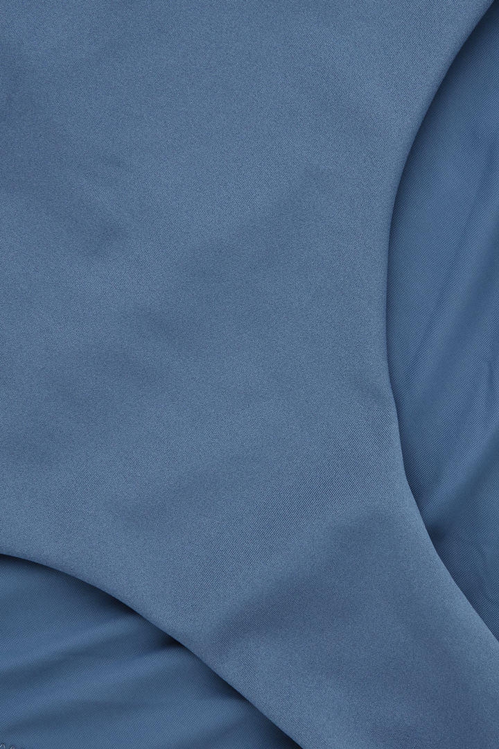 COS 하이 웨이스티드 비키니 바텀의 블루컬러 Detail입니다.