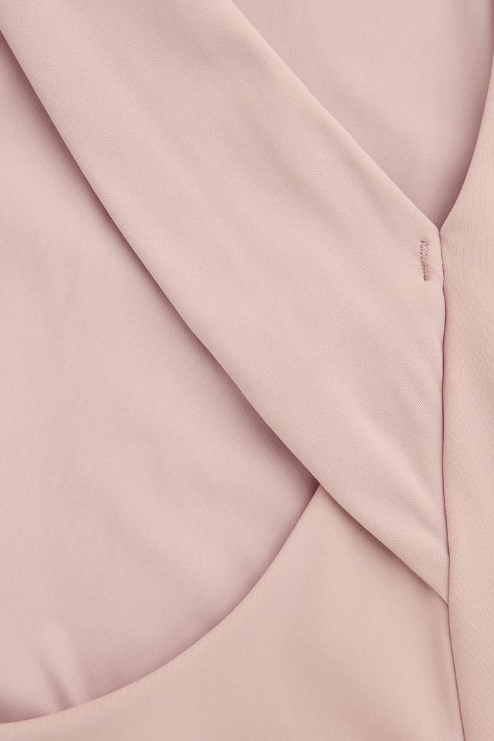 COS 크로스오버 백 스윔수트의 핑크컬러 Detail입니다.