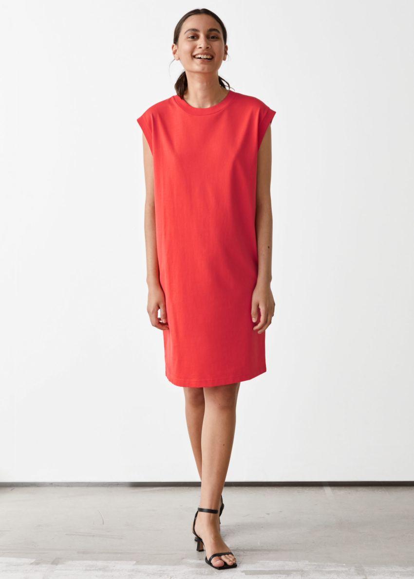 앤아더스토리즈 슬리브리스 저지 미니 드레스의 레드컬러 ECOMLook입니다.