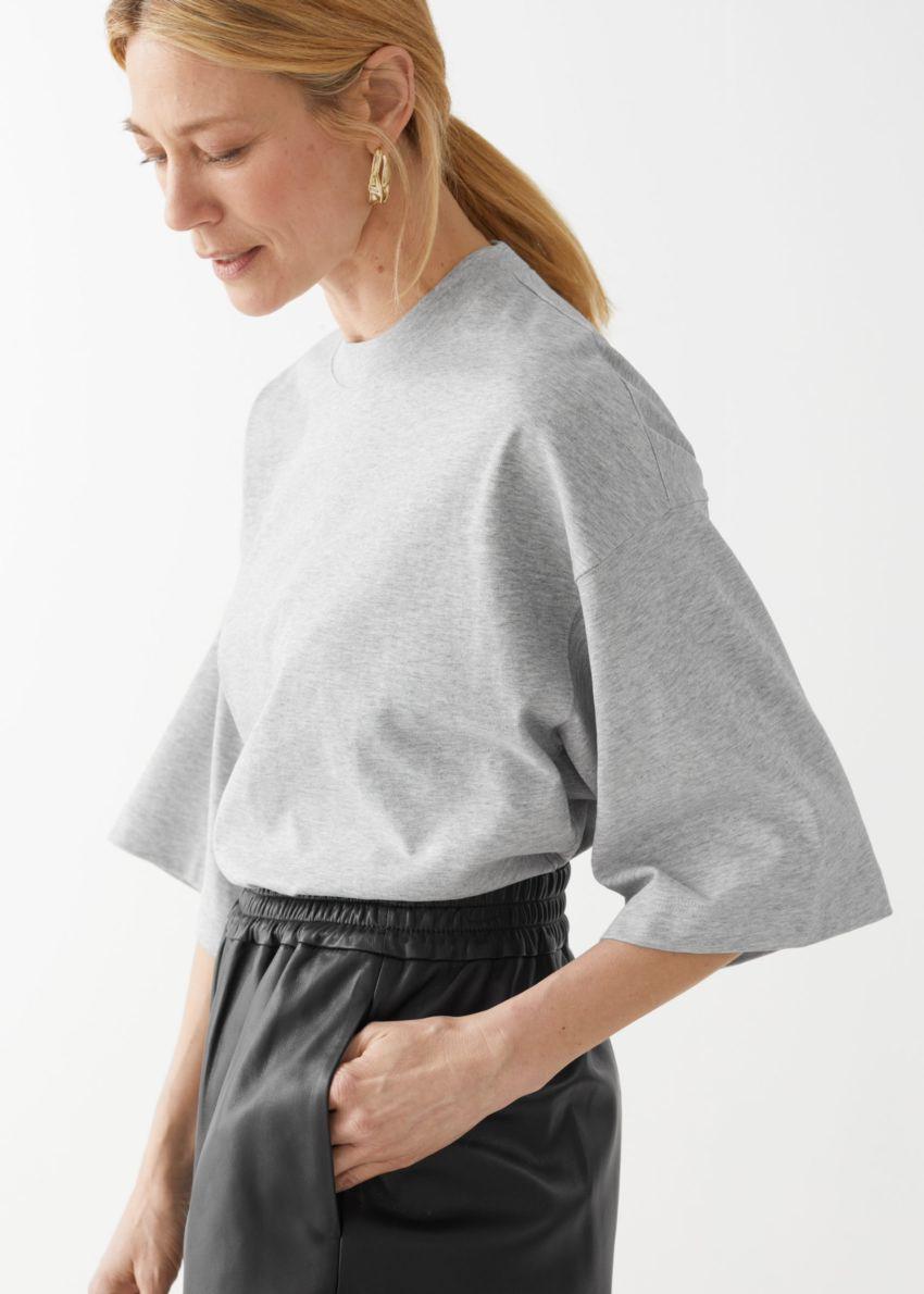 앤아더스토리즈 박시 크루넥 티셔츠의 그레이 멜란지컬러 ECOMLook입니다.