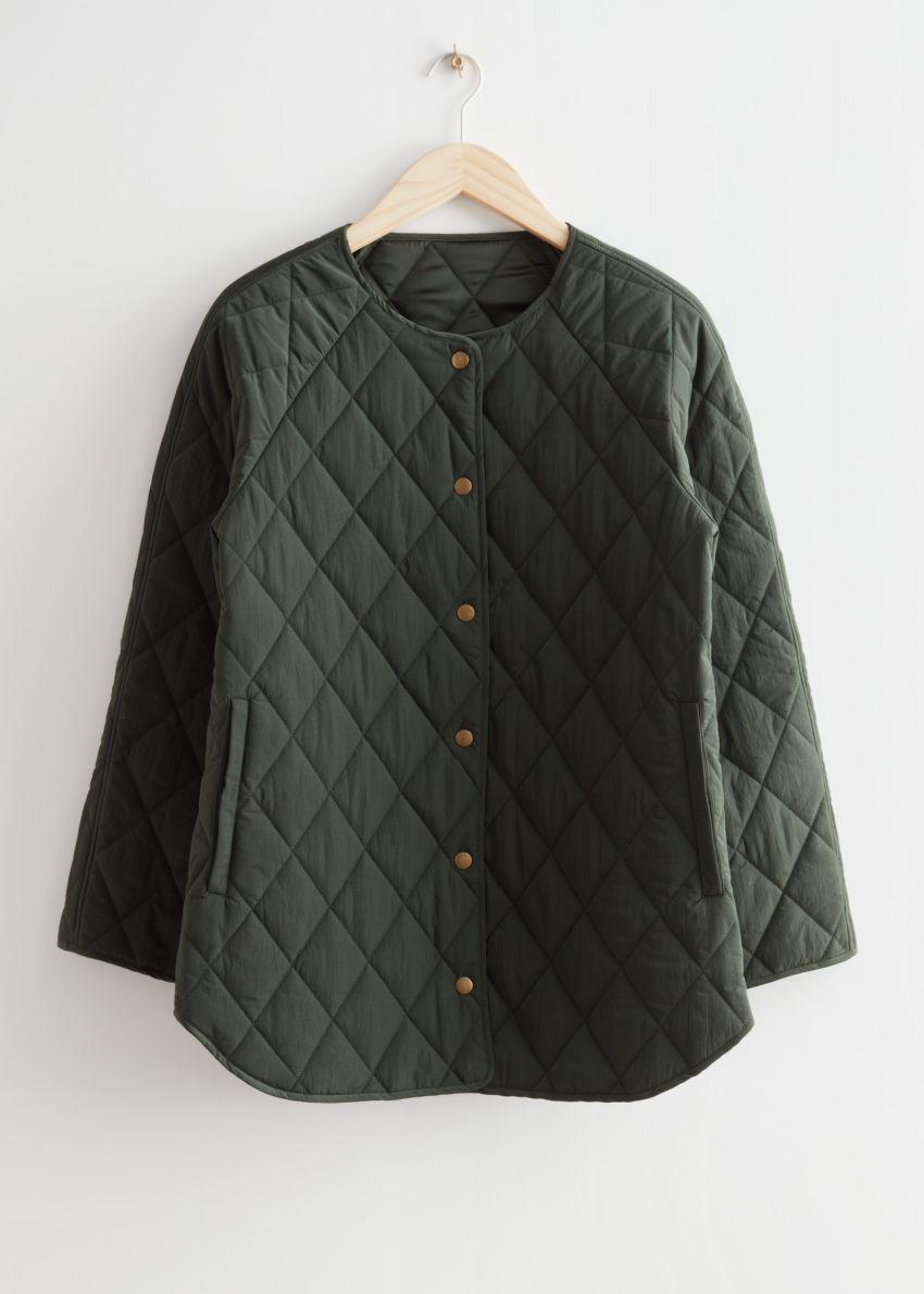 앤아더스토리즈 퀼티드 재킷의 다크 그린컬러 Product입니다.