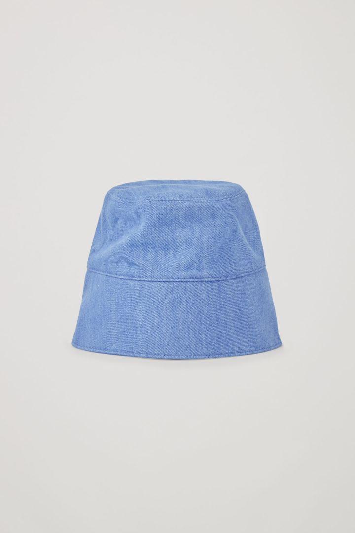 COS default image 1 of 블루 in 폴드업 데님 버킷 햇