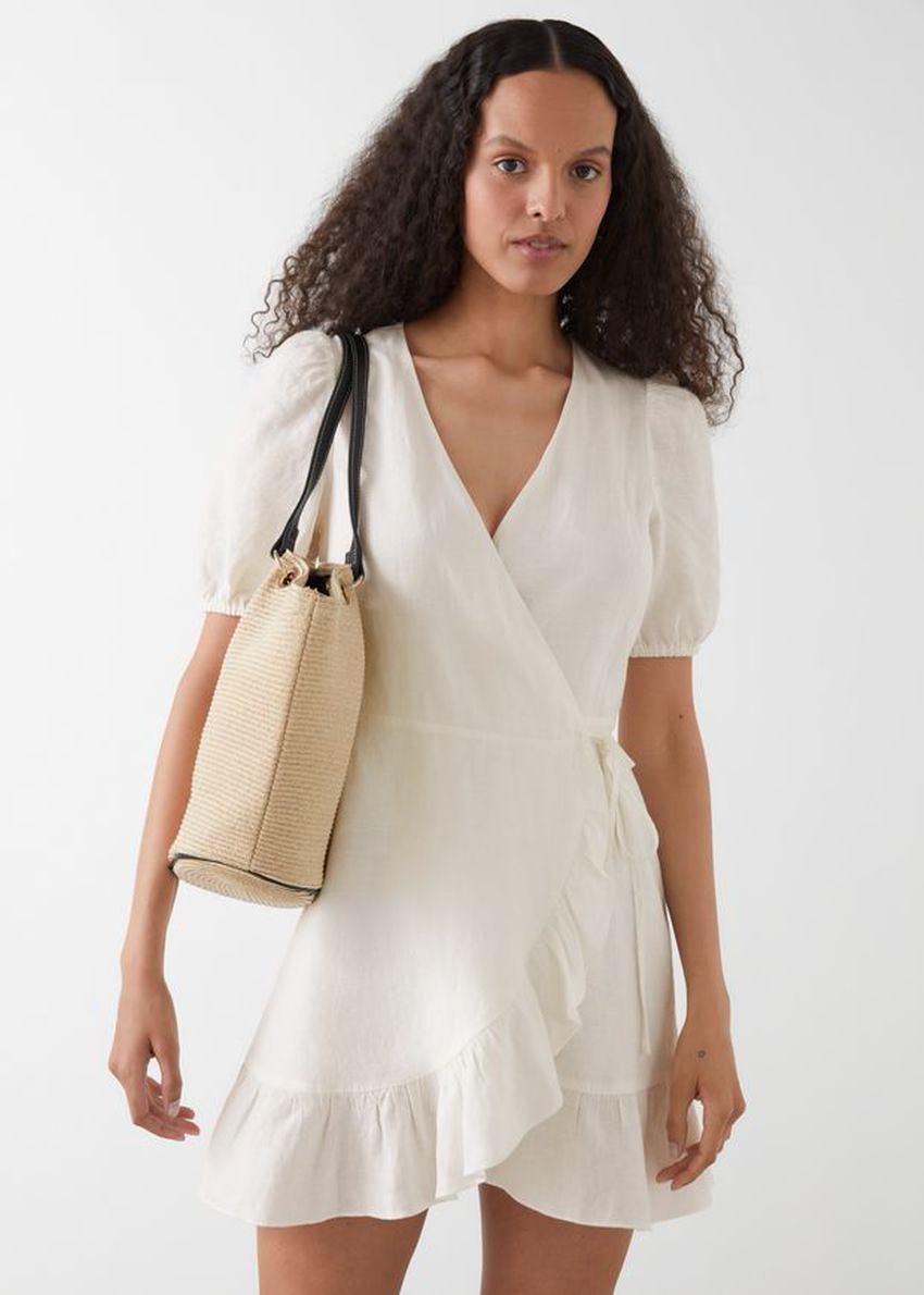 앤아더스토리즈 퍼프 슬리브 리넨 랩 미니 드레스의 화이트컬러 ECOMLook입니다.