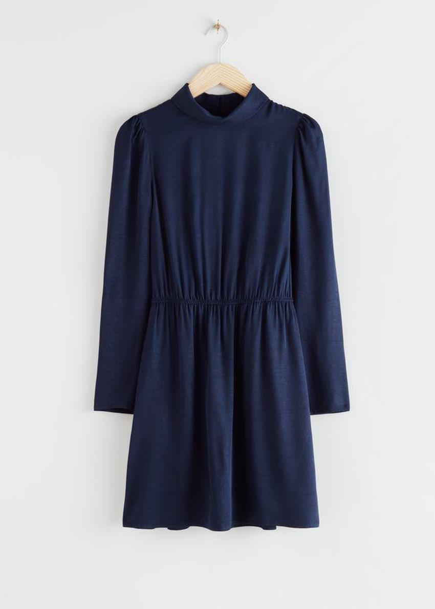 앤아더스토리즈 모크 넥 미니 드레스의 네이비컬러 Product입니다.