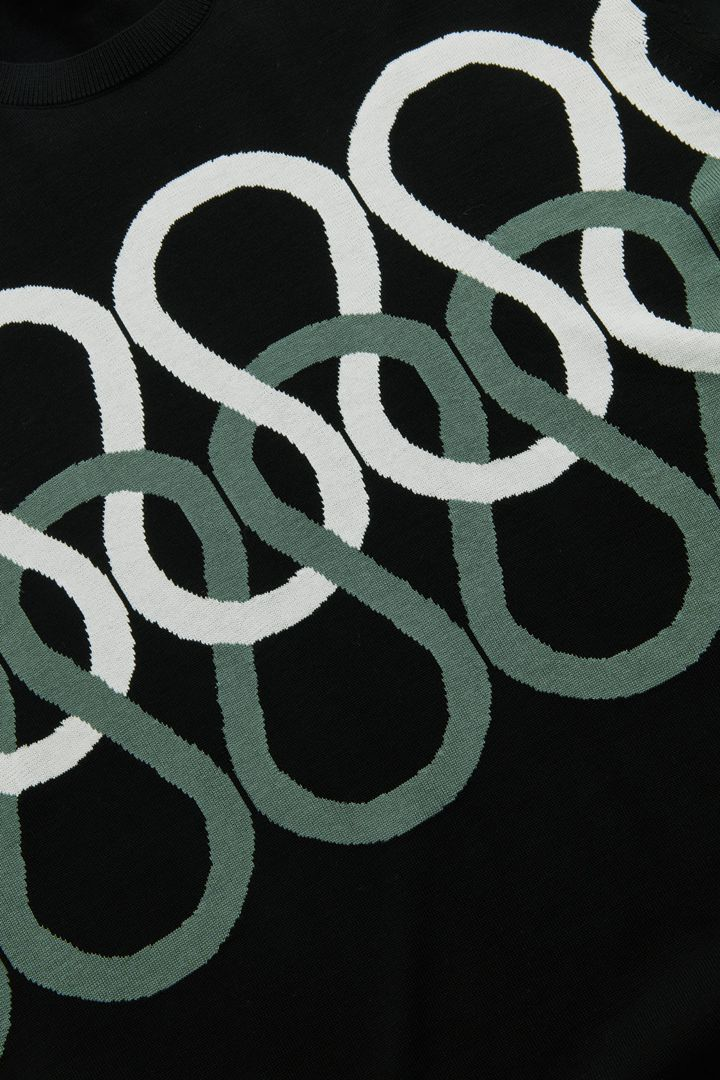 COS 라이트웨이트 코튼 니트의 블랙컬러 Detail입니다.