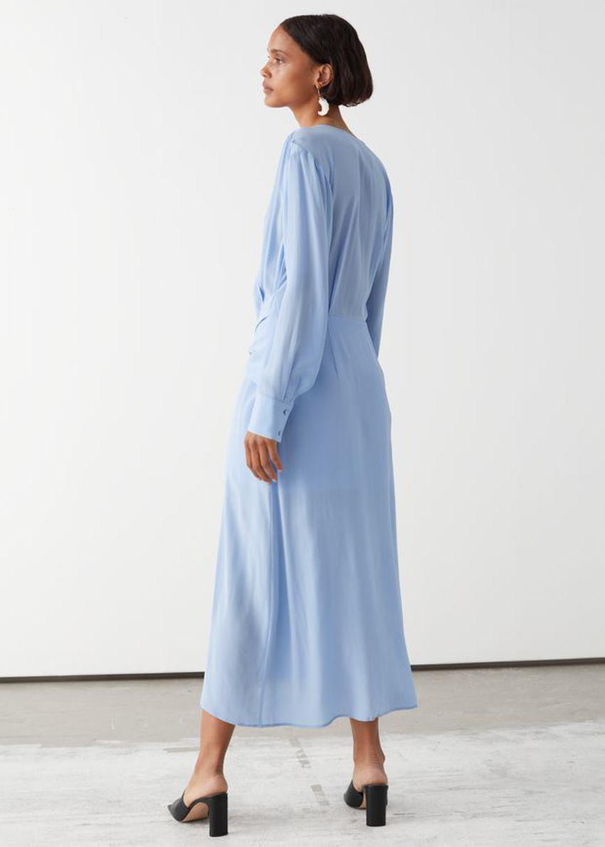앤아더스토리즈 스카프 타이 플로위 미디 드레스의 블루컬러 ECOMLook입니다.