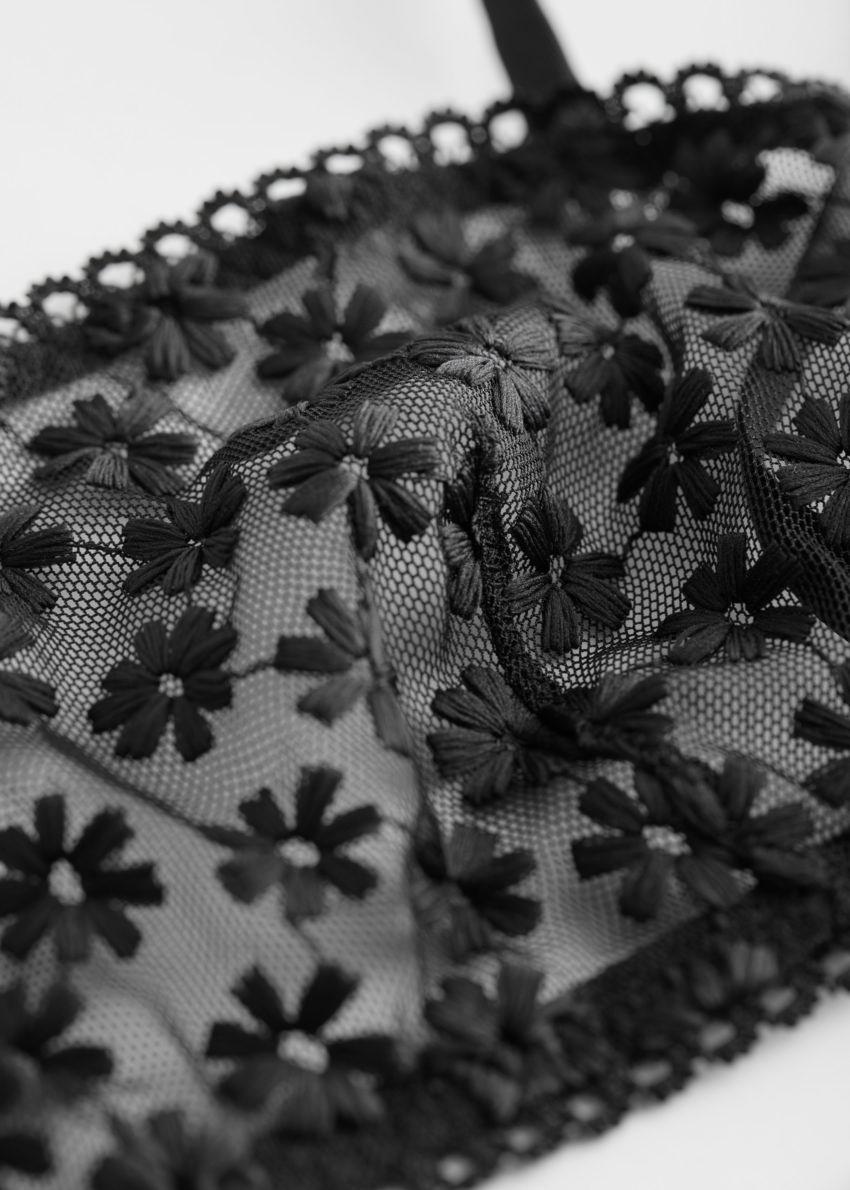 앤아더스토리즈 플로럴 엠브로이더리 방도 브라의 블랙컬러 Detail입니다.