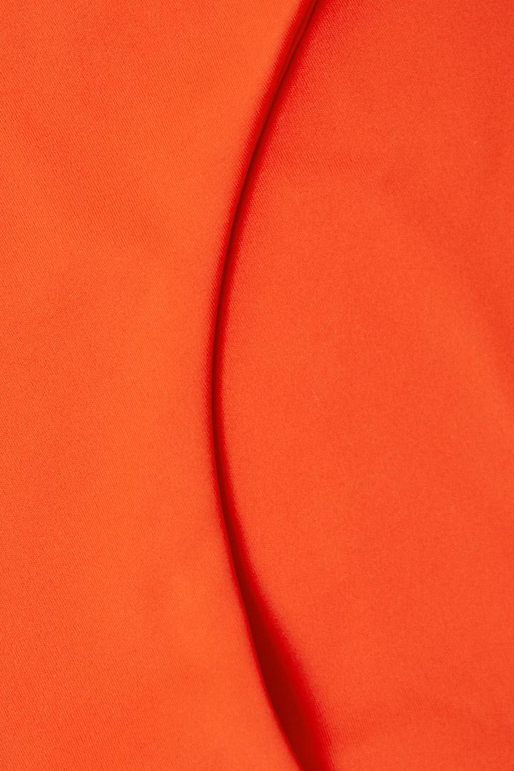 COS 슬림 비키니 바텀의 오렌지컬러 Detail입니다.