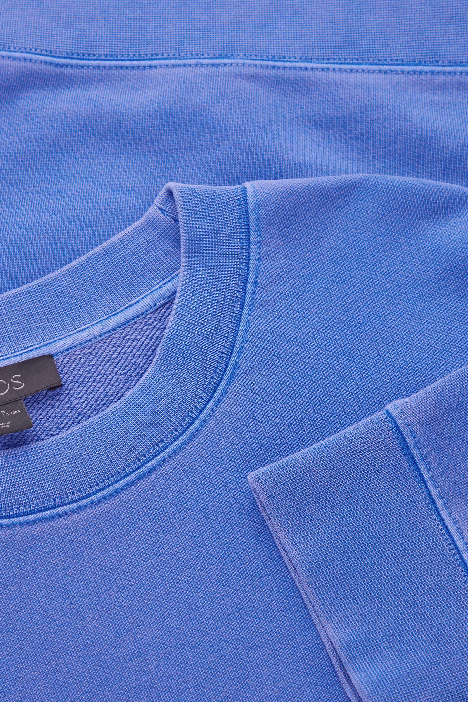 COS 테리 코튼 스웻셔츠의 블루컬러 Detail입니다.