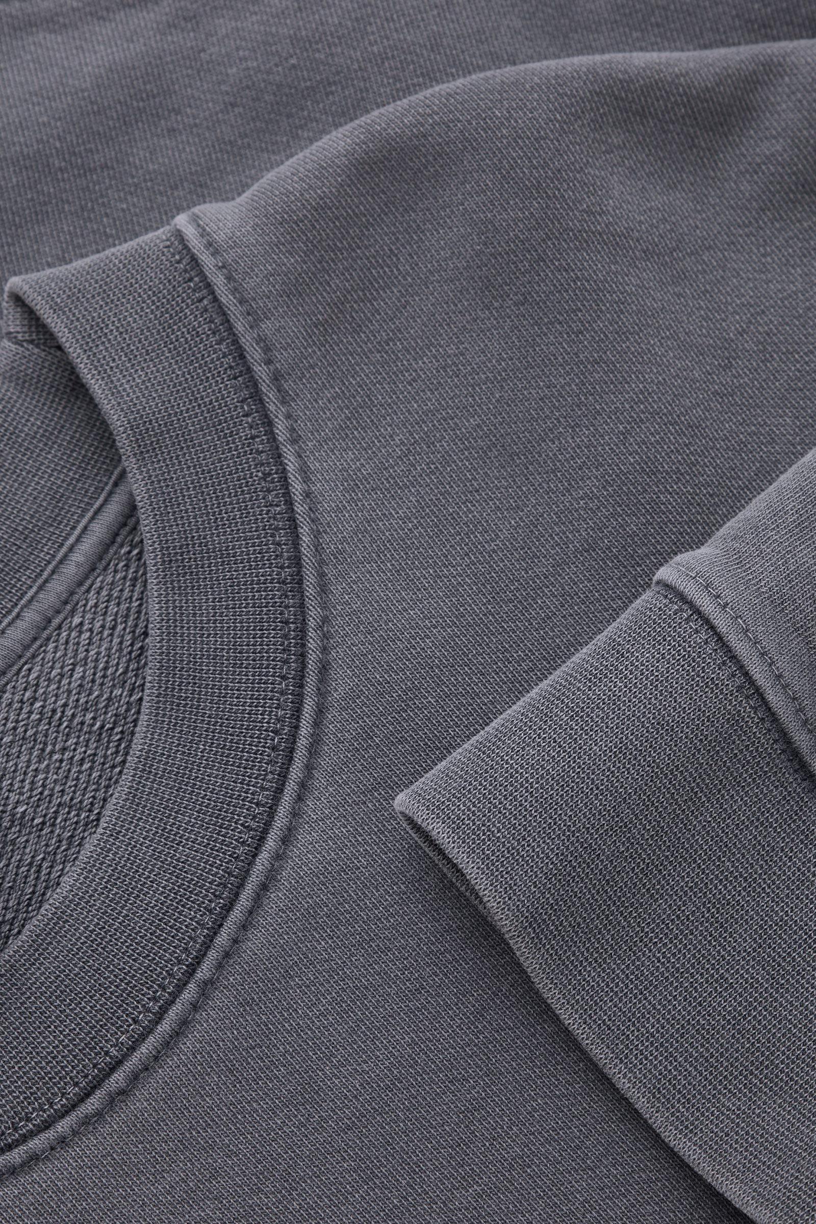 COS 테리 코튼 스웻셔츠의 다크 네이비컬러 Detail입니다.