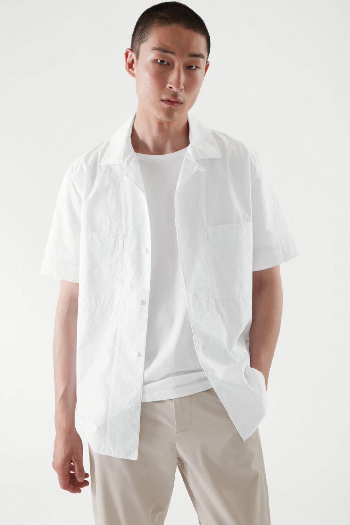 COS 레귤러 핏 티셔츠 3팩의 화이트컬러 ECOMLook입니다.