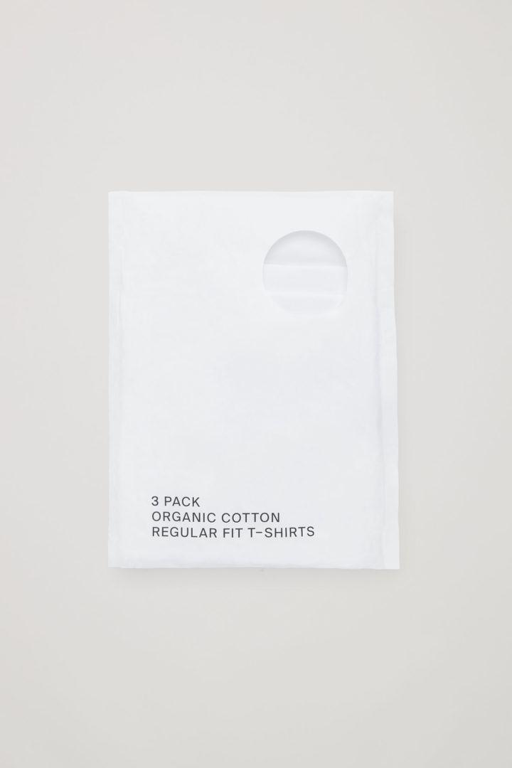 COS 레귤러 핏 티셔츠 3팩의 화이트컬러 Detail입니다.