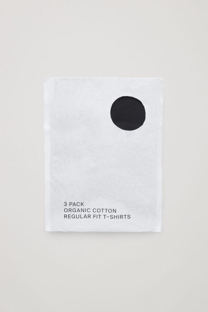 COS 레귤러 핏 티셔츠 3팩의 블랙컬러 Detail입니다.